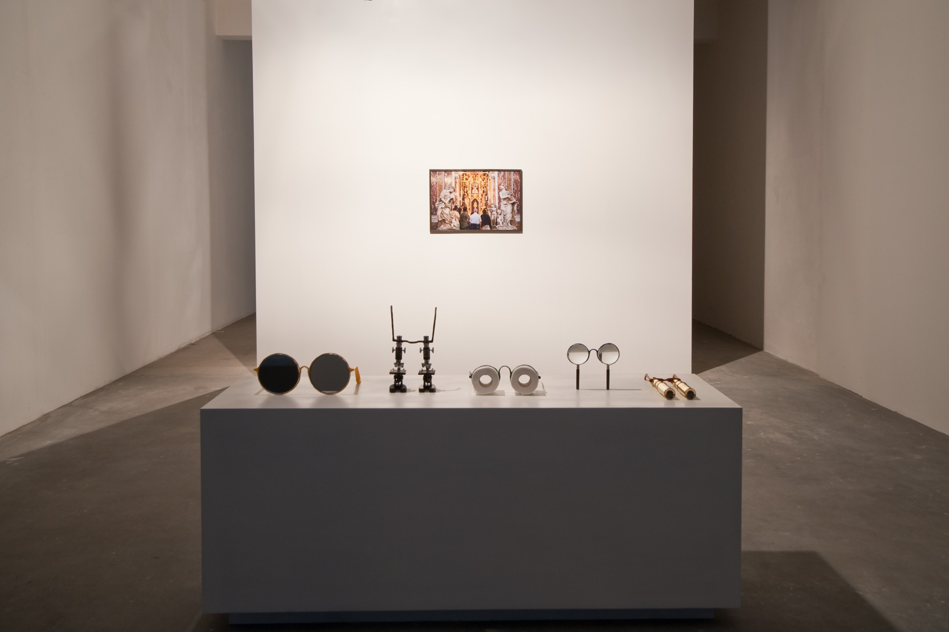 Jamie Isenstein,<i>Spectacle</i>, 2017, installation view at Gluck50, Milan. Courtesy of the artist and Gluck50. Ph. Raph Meazza