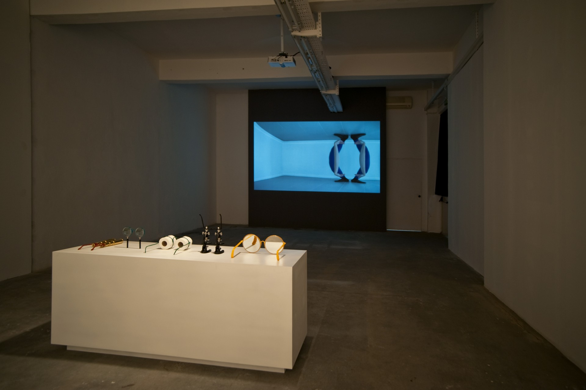 Jamie Isenstein, <i>Spectacle</i>, 2017, installation view at Gluck50, Milan. Courtesy of the artist and Gluck50. Ph. Raph Meazza