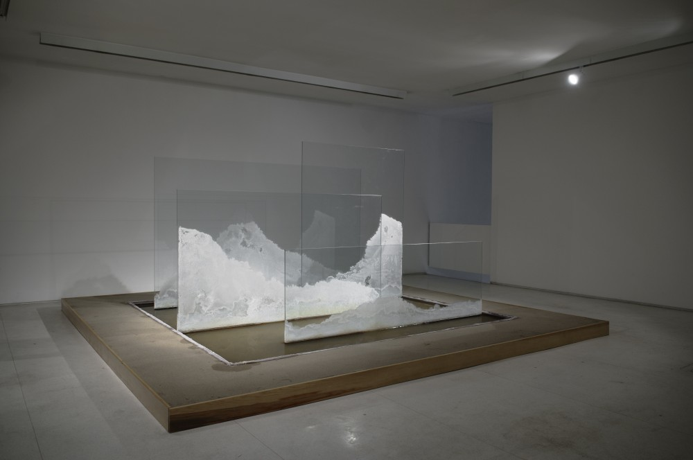 Thiago Rocha Pitta, <i>Bruma rochosa</i>, 2009, salt crystals on glass on salt water, 429 x 438 x 200 cm